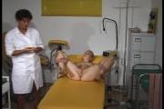 La gynécologue est vicieuse avec sa nouvelle patiente