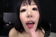 Elle couine la coquine ! Cette japonaise a une chatte bien touffue