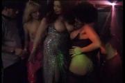 Film porno gratuit : Partouze dans un club échangiste !