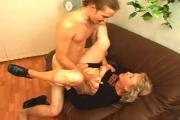 Femme mature et secrétaire salope à voir dans ce filme porno