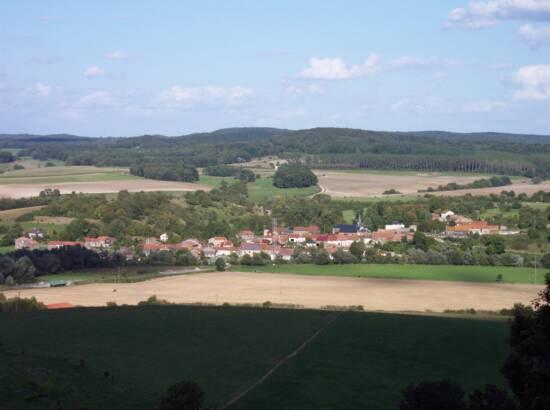 Vue sur le village de Fléville