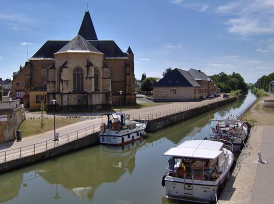 Eglise de Bairon, vue du canal