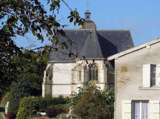 Vue sur l'arrière de l'église de Saint-Morel