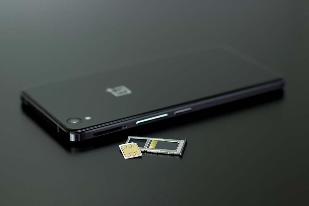 5 façons d'ouvrir la trappe SIM sans l'outil officiel