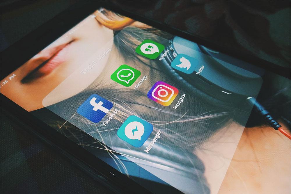 facebook messenger activer theme sombre emoji avis