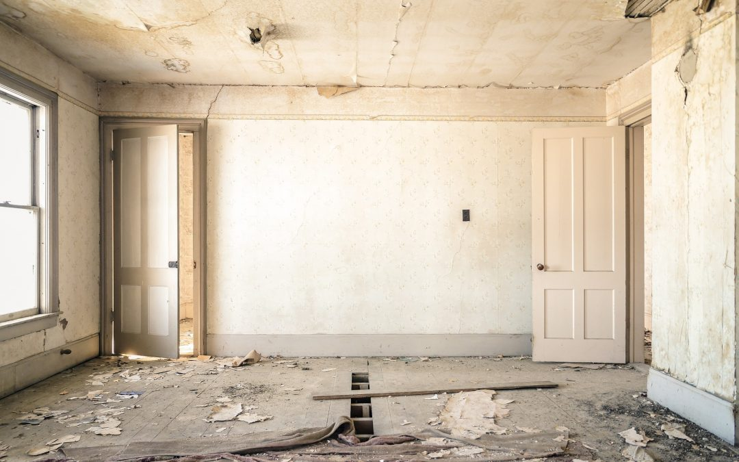 Comment négocier avec les entrepreneurs et les autres professionnels de la rénovation pour économiser de l'argent ?
