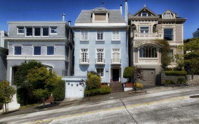 Visite de la maison : Une architecture californienne classique et un peu de bohème