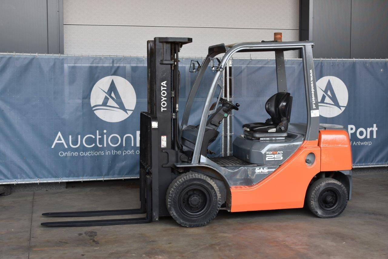 Forklift Toyota 02-8FDF25 Diesel 2500kg