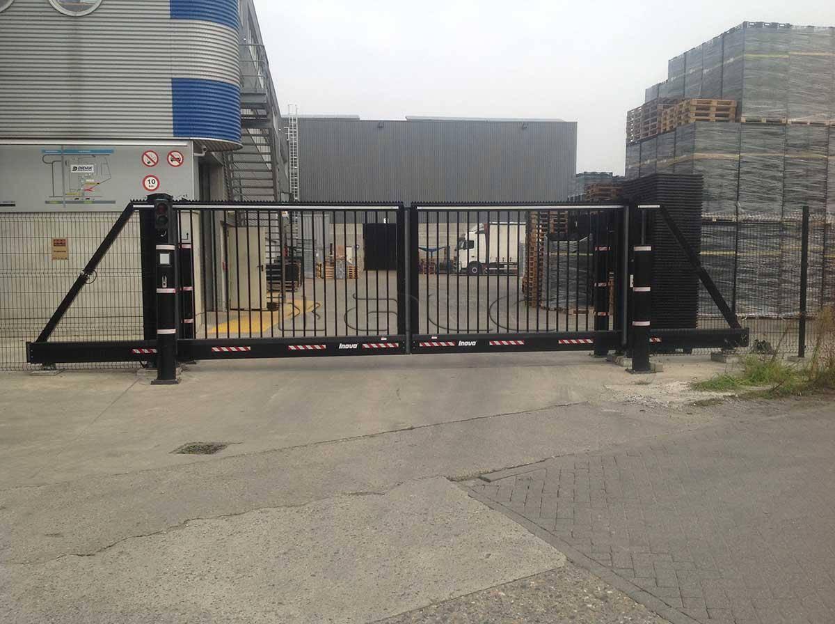 Poorten - Garagepoorten - Metaalbewerkingsmachines - Werkplaatsverlichting