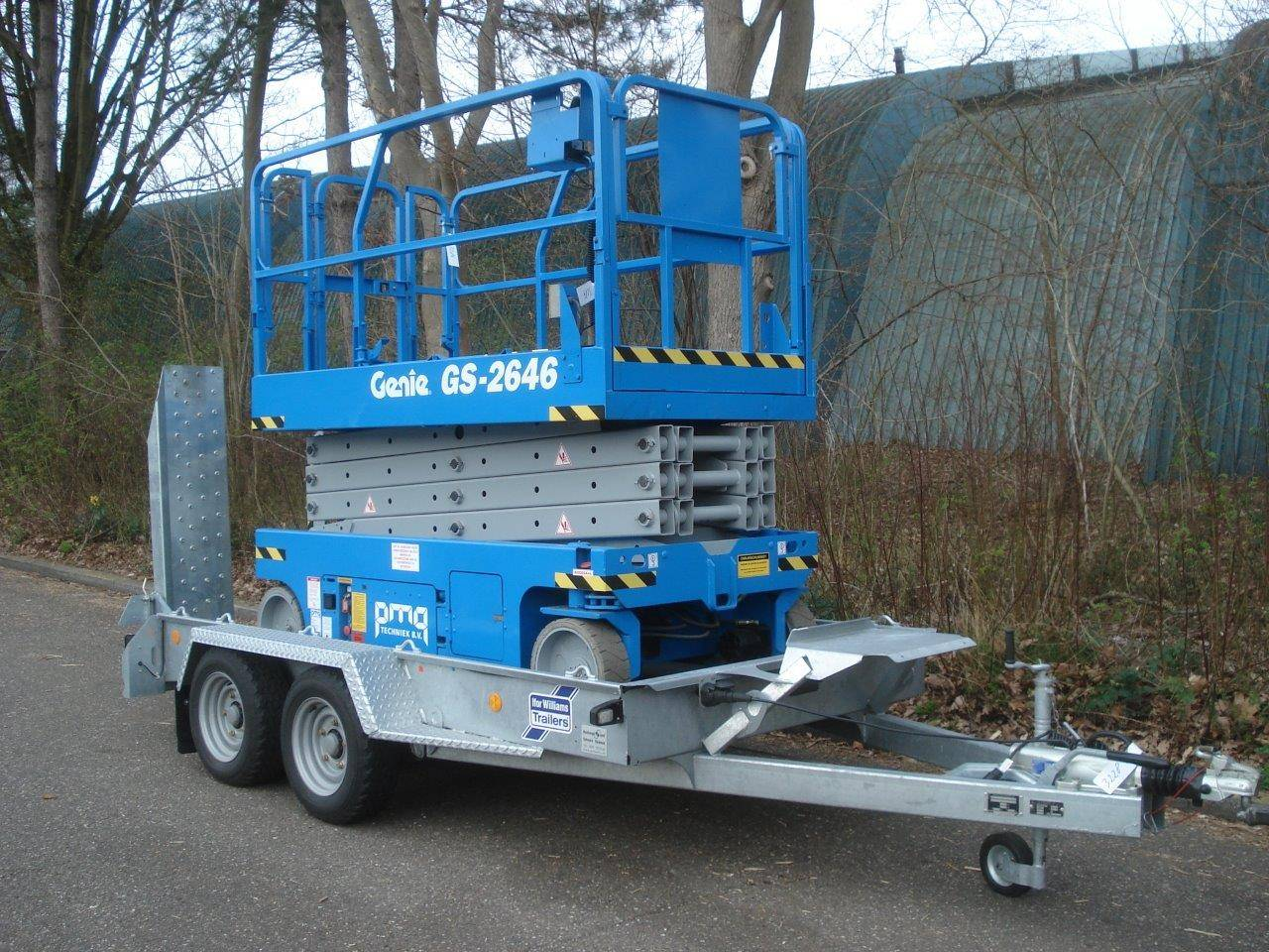 Scissor lift Genie GS-2646 9 92m electric on trailer Ifor