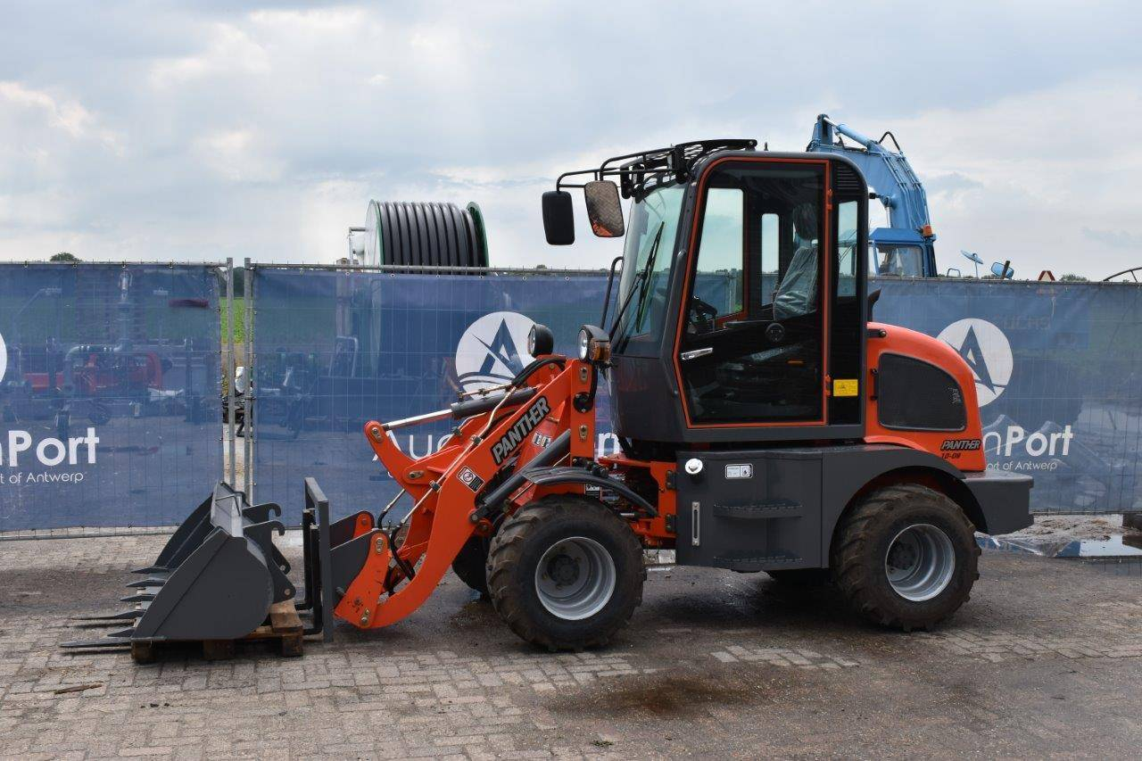 Landbouwuitrusting - Minitractoren - Tractoren - Minigravers - Gereedschap