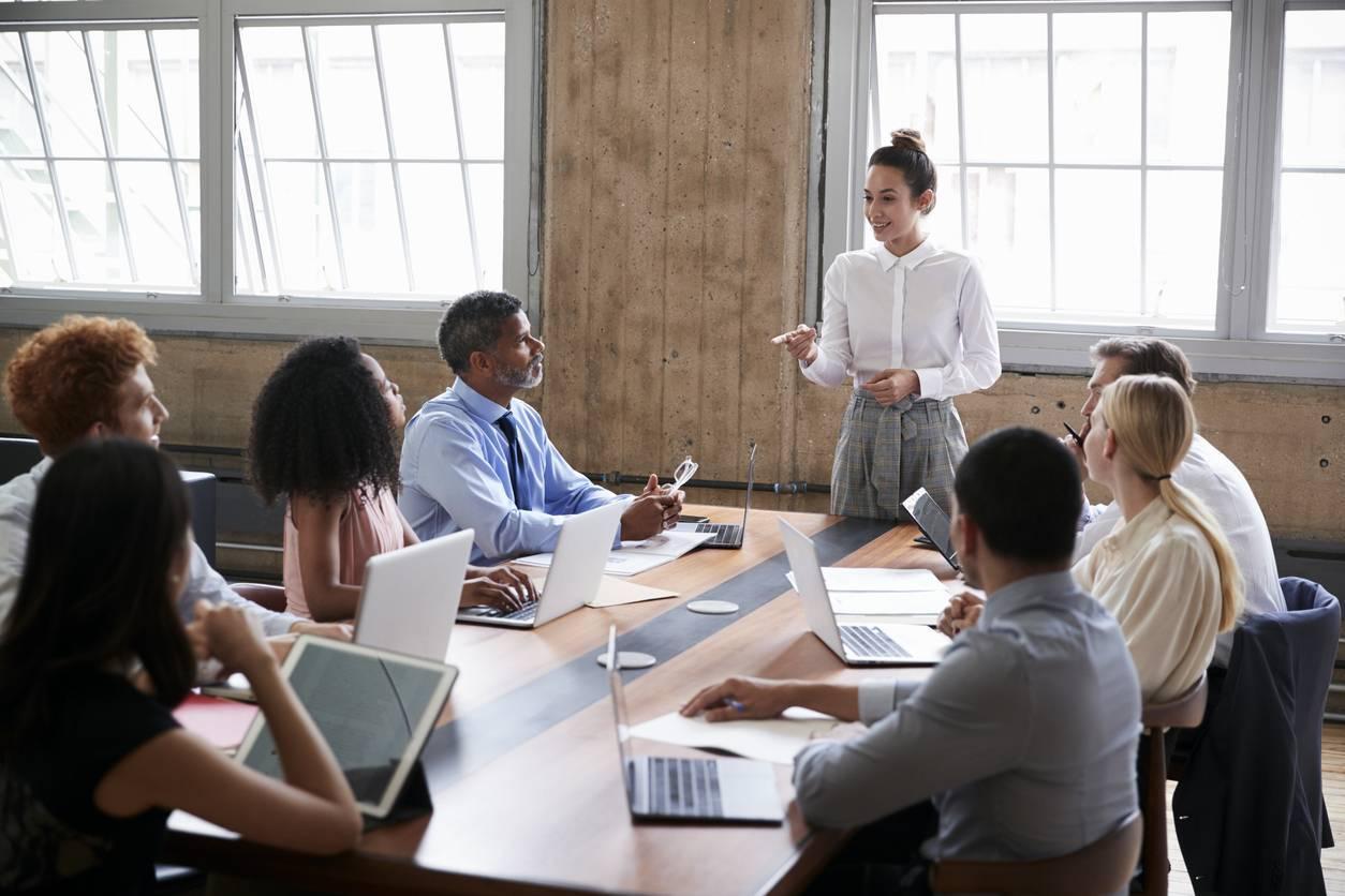 Tables de réunion connectées
