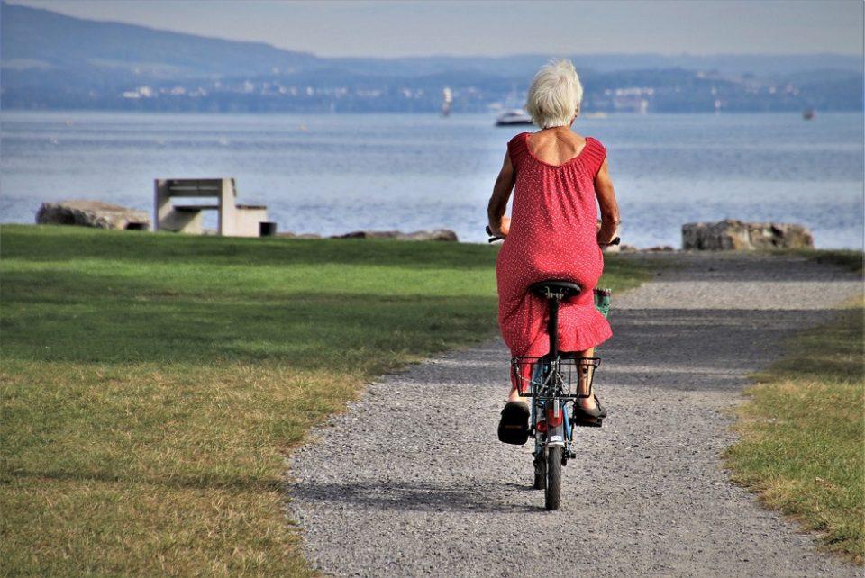 senior en vélo