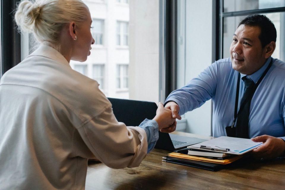 8_façons_de_trouver_un_emploi_après_avoir_déménagé