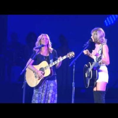H Taylor Swift τραγούδησε το Smelly Cat μαζί με τη Φοίβη Μπουφέ on stage!