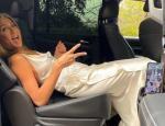 Χαμός με το πεταμένο φόρεμα της Τζένιφερ Ανιστον - Το έβγαλε ο Πιτ;