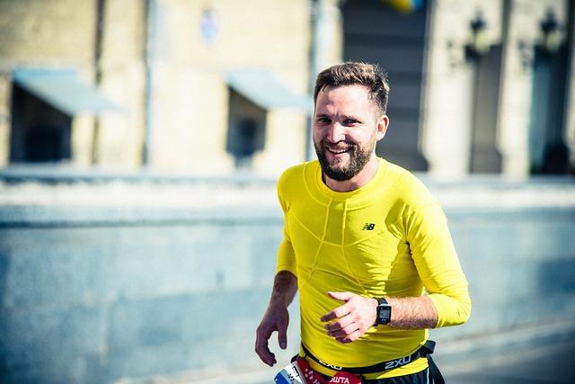 homme barbu faisant une jogging