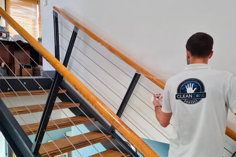 Film antimicrobien rambarde escalier Ternay