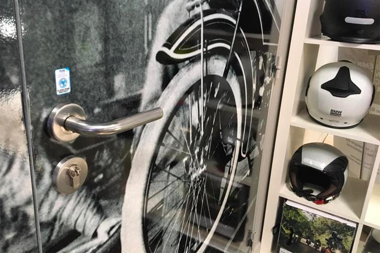 Film antimicrobien poignée porte concession motos Rennes