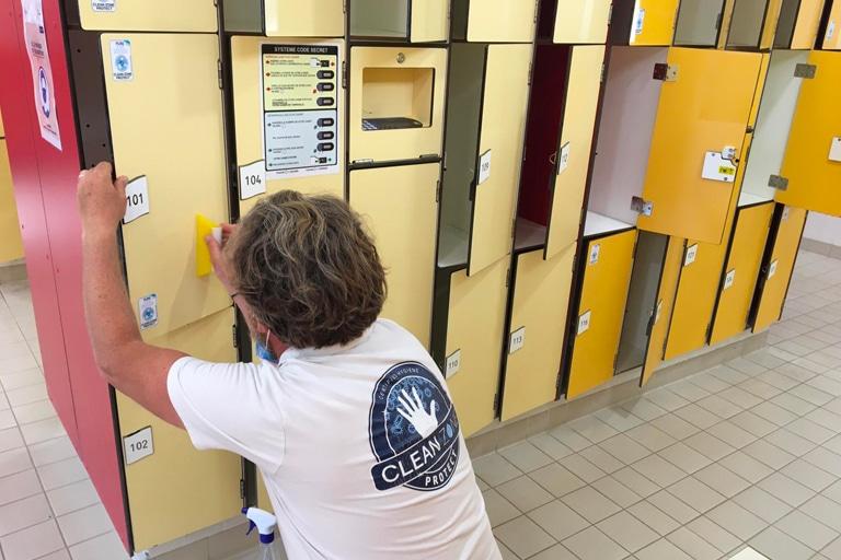 Film antimicrobien casiers piscine Pays Bigouden Sud