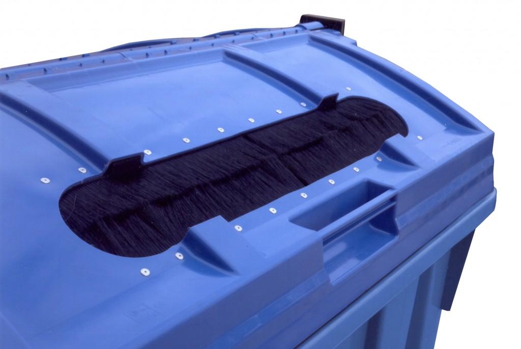 Plastic container brush opening
