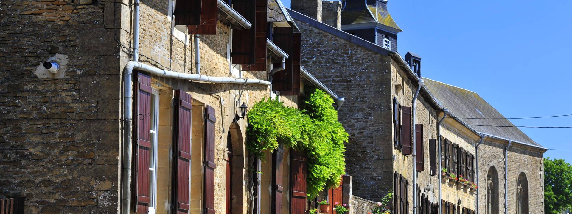 Village typique du territoire des Crêtes Préardennaises.