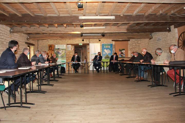 Réunion d'échanges et de travail avec le Préfet et les vice-Présidents - Cretes Preardennaises
