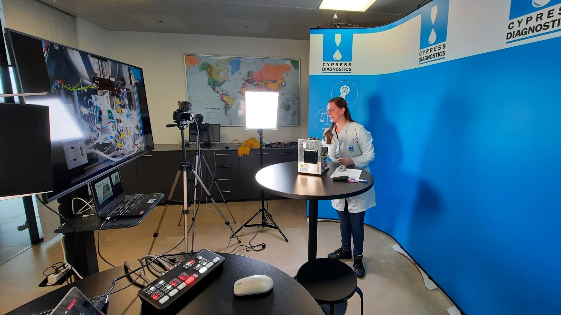 technical workshops with HD quality, zoom-in details of the analyzer, video chat questions, and answers for the participants during our live online training