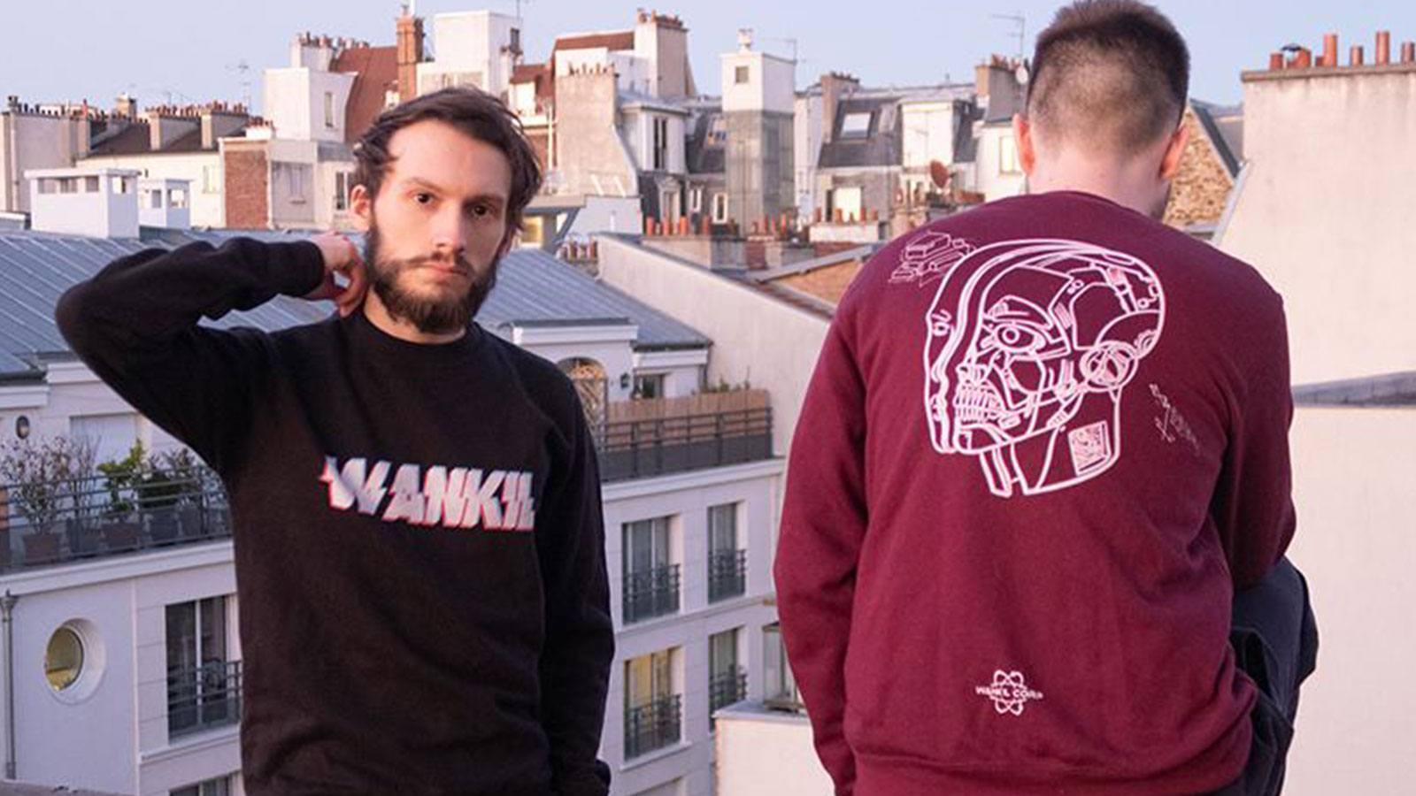 Laink et Terracid posant sur les toits de Paris avec la collection Glitch