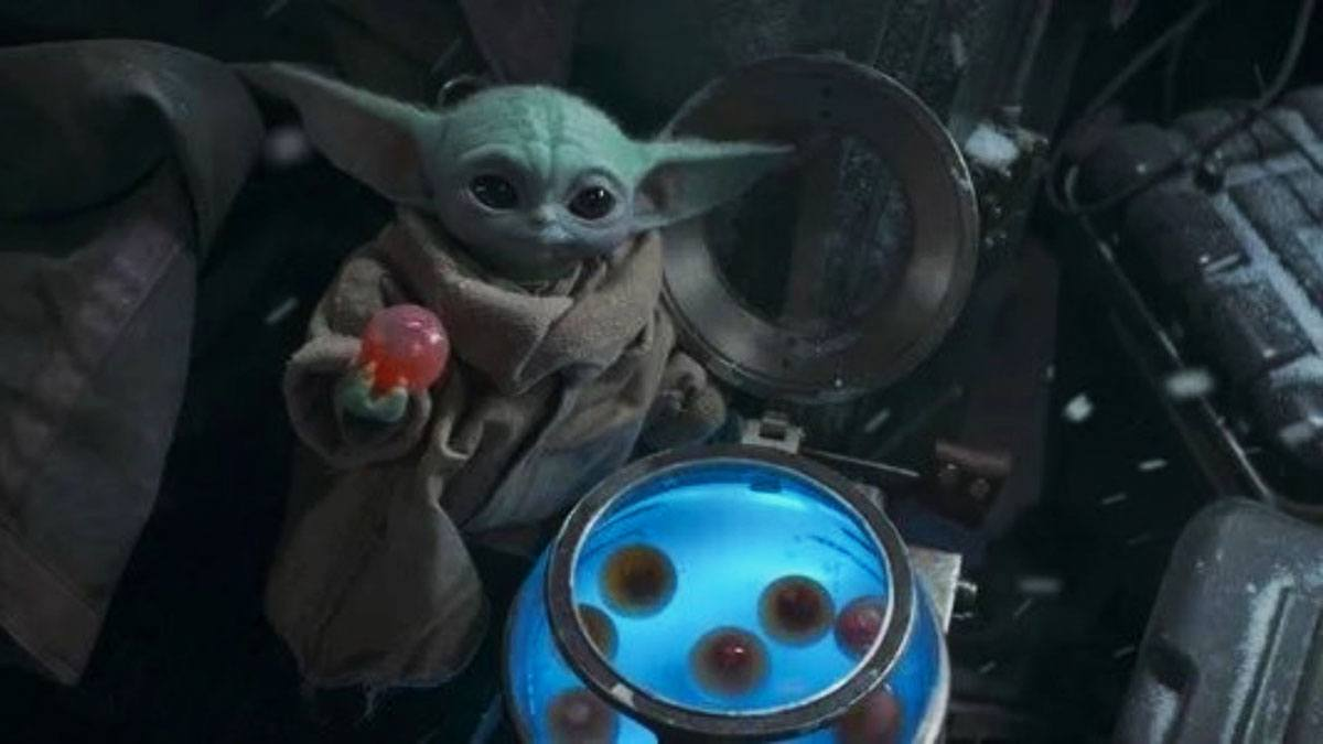 Baby Yoda mange les oeufs dans The Mandalorian