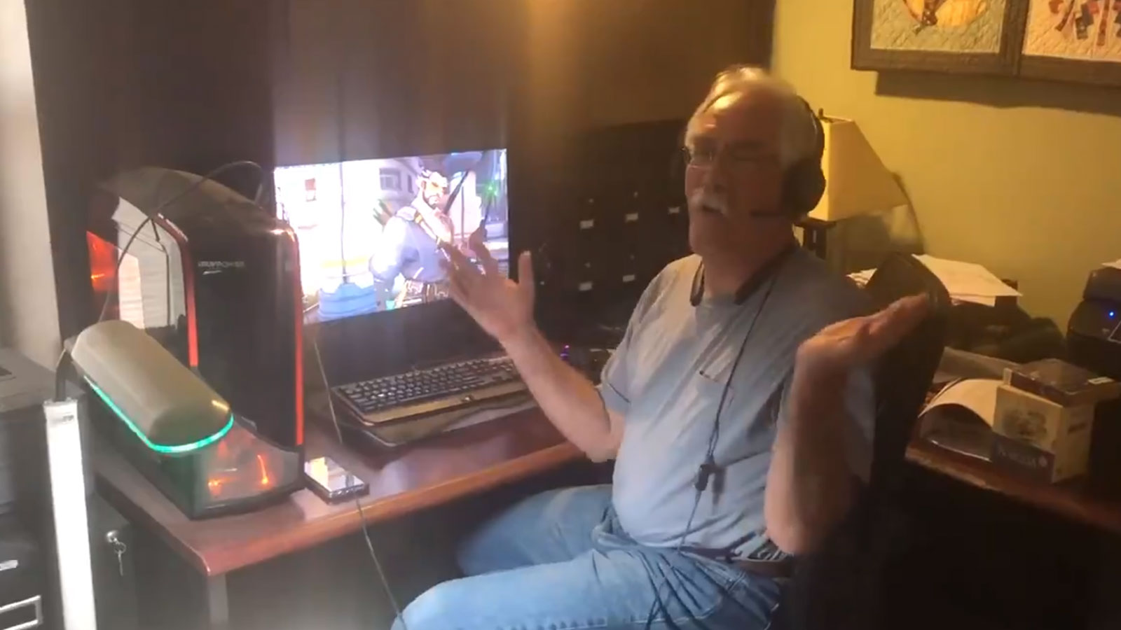 Il partage un vidéo de son père en train de jouer et créé le buzz
