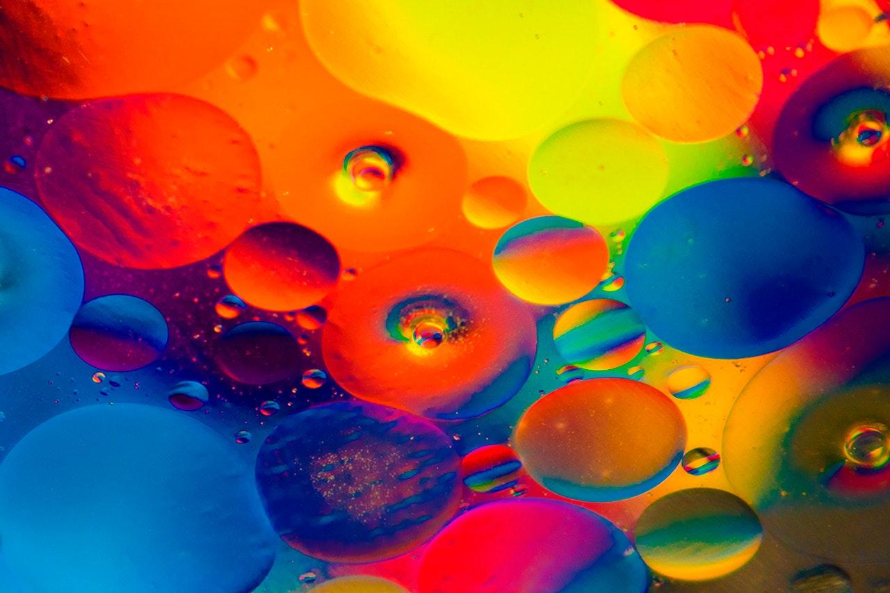 Les_couleurs_vives_reviennent_dans_la_palette_des_couleurs