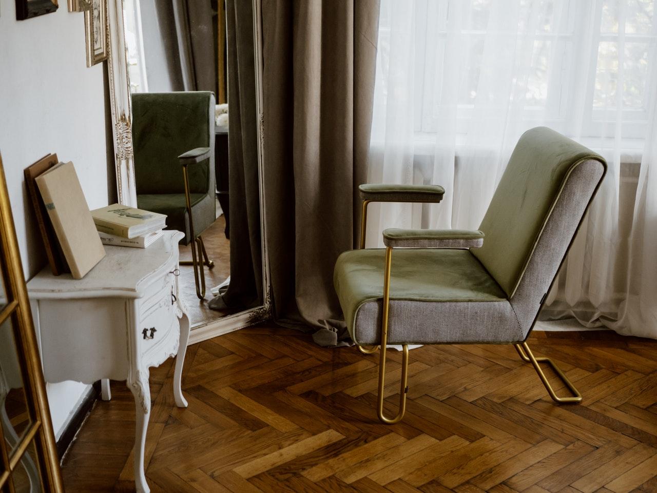 Visite_:_matériaux_tendance_et_accents_classiques_pour_appartement_parisien_moderne___coco_kelley