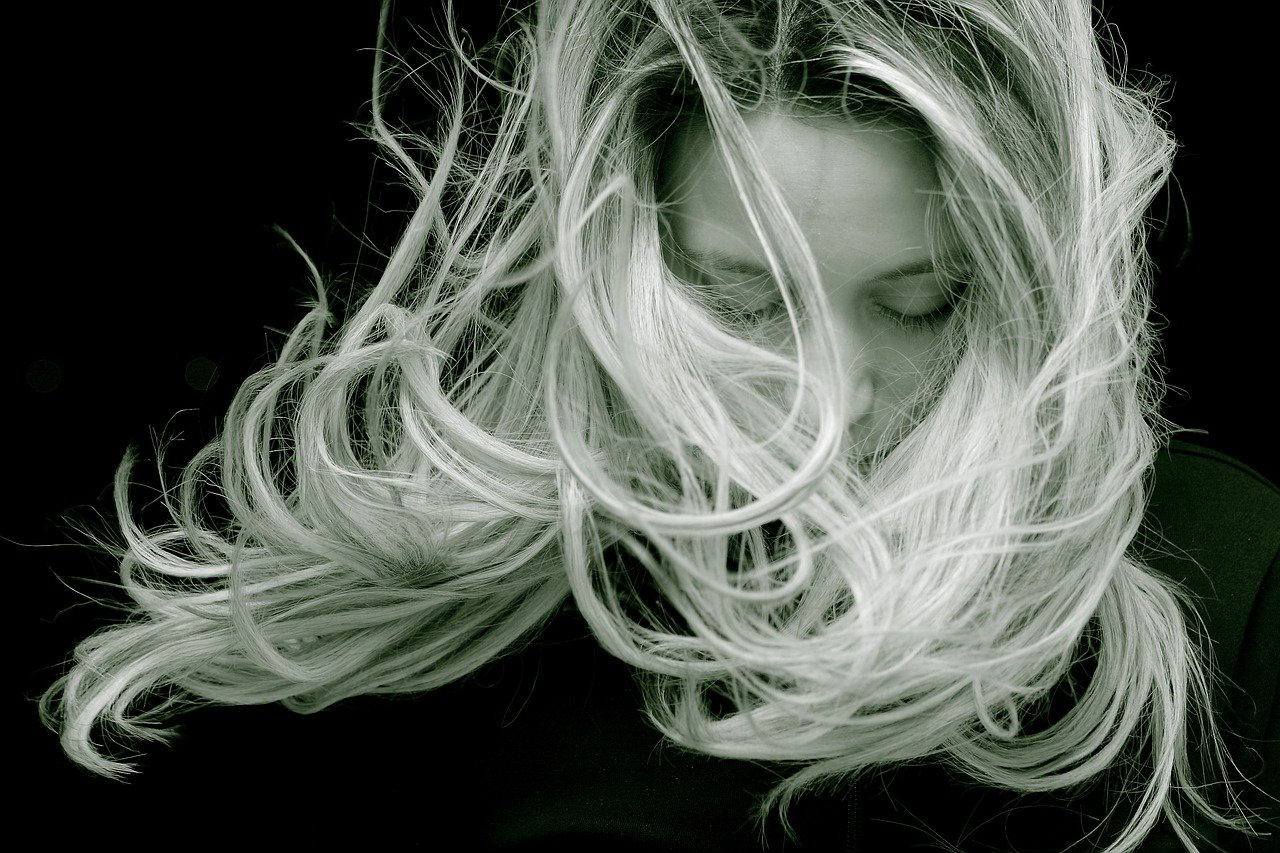 Vous_décolorez_vos_cheveux_?_Ce_shampoing_violet_va_changer_votre_vie