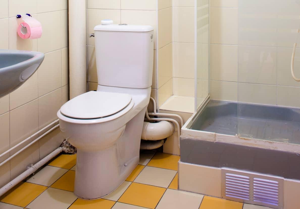 Toilettes avant travaux de rénovation