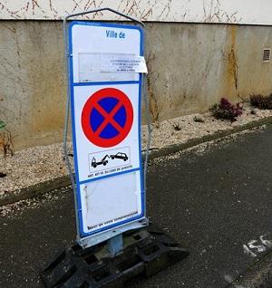Panneau de stationnement autorisation déménagement