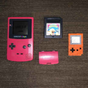 CONSOLA NINTENDO GAME BOY COLOR ROSA + BARBIE AVENTURA SUBMARINA