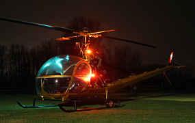 Perfecte nightshoot van Hiller UH-12B en Bell 47G