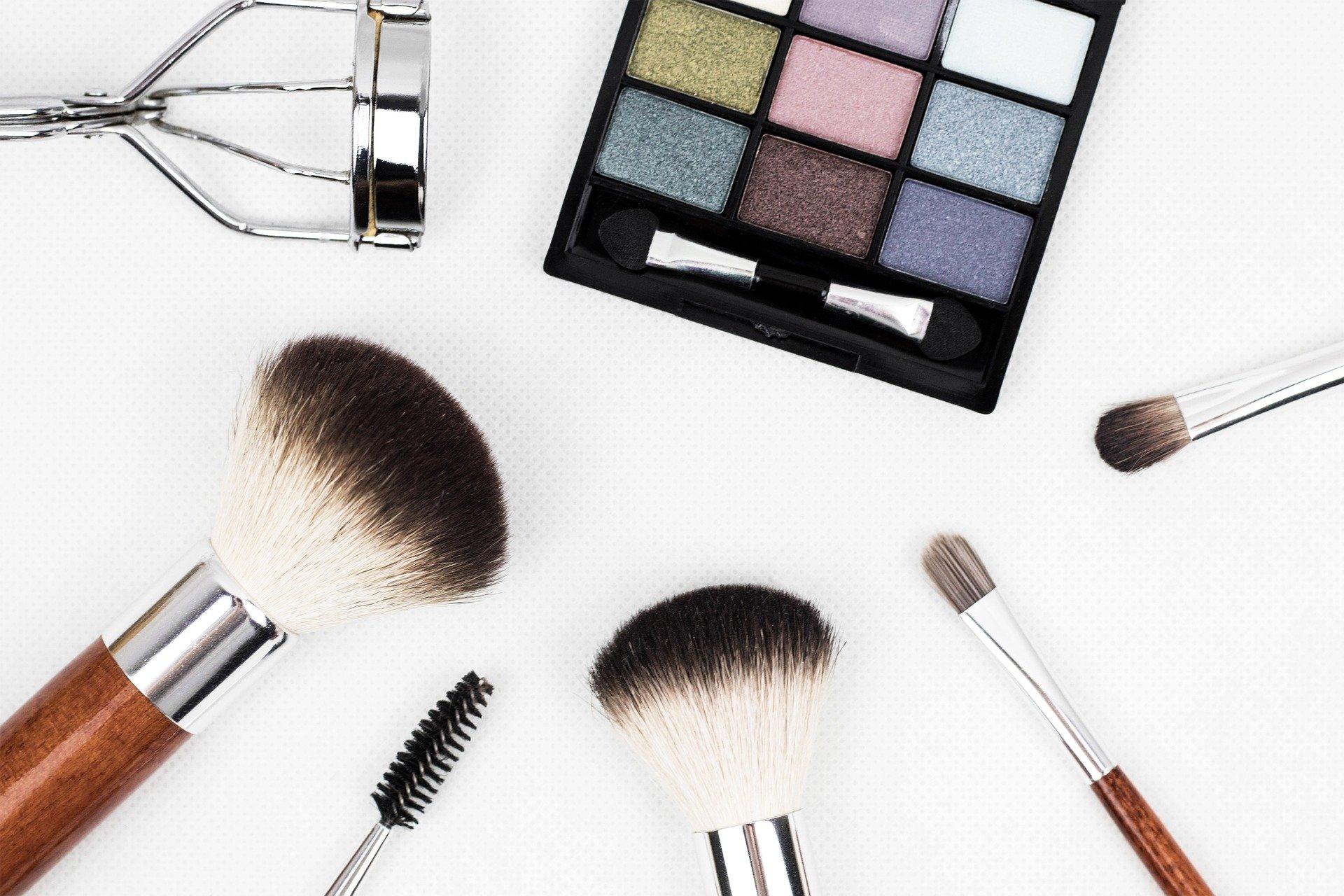 Une_routine_de_maquillage_simple_pour_l_automne_:_conseils_d_une_jeune_femme_de_20_ans_et_plus