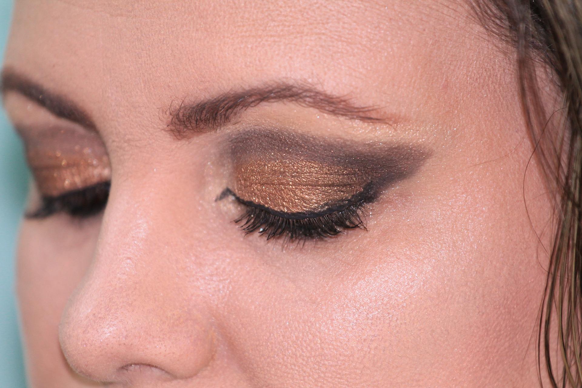 Comment_faire_:_Eye_liner_à_ailettes