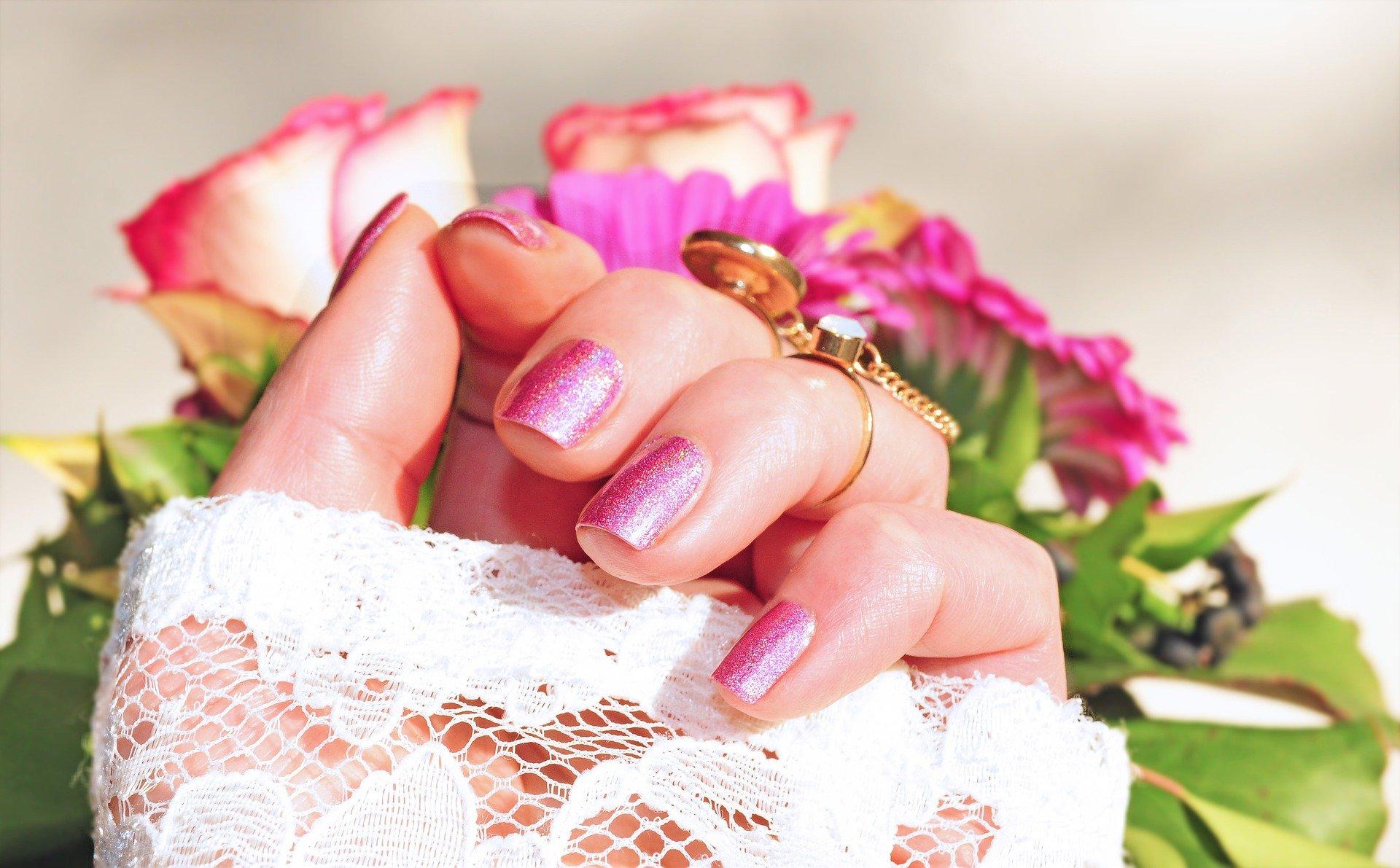 3_idées_de_manucure_pour_la_saison_des_mariages_&_comment_les_faire_durer