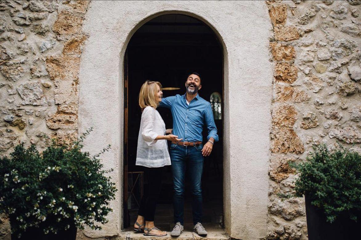 couple sous un porche