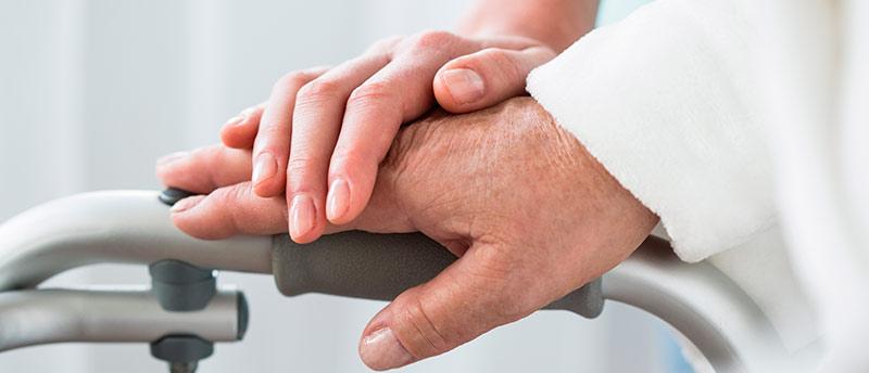 Acompañante de hospital: ¿qué necesito para trabajar cuidando enfermos?