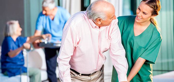 ¿Cuáles son las funciones de un auxiliar de enfermería?