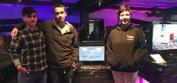 Alumnos de Implika exponen su videojuego, 'Runner Fights', en AZPlay