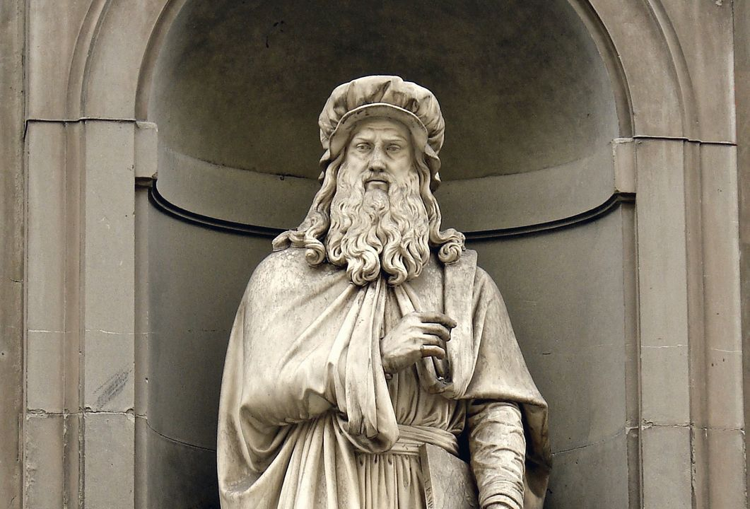 Standbeeld van Leonardo in Firenze