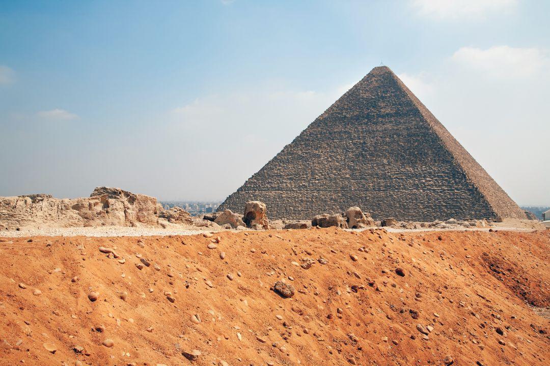 Farao Cheops (foto = zijn piramide)