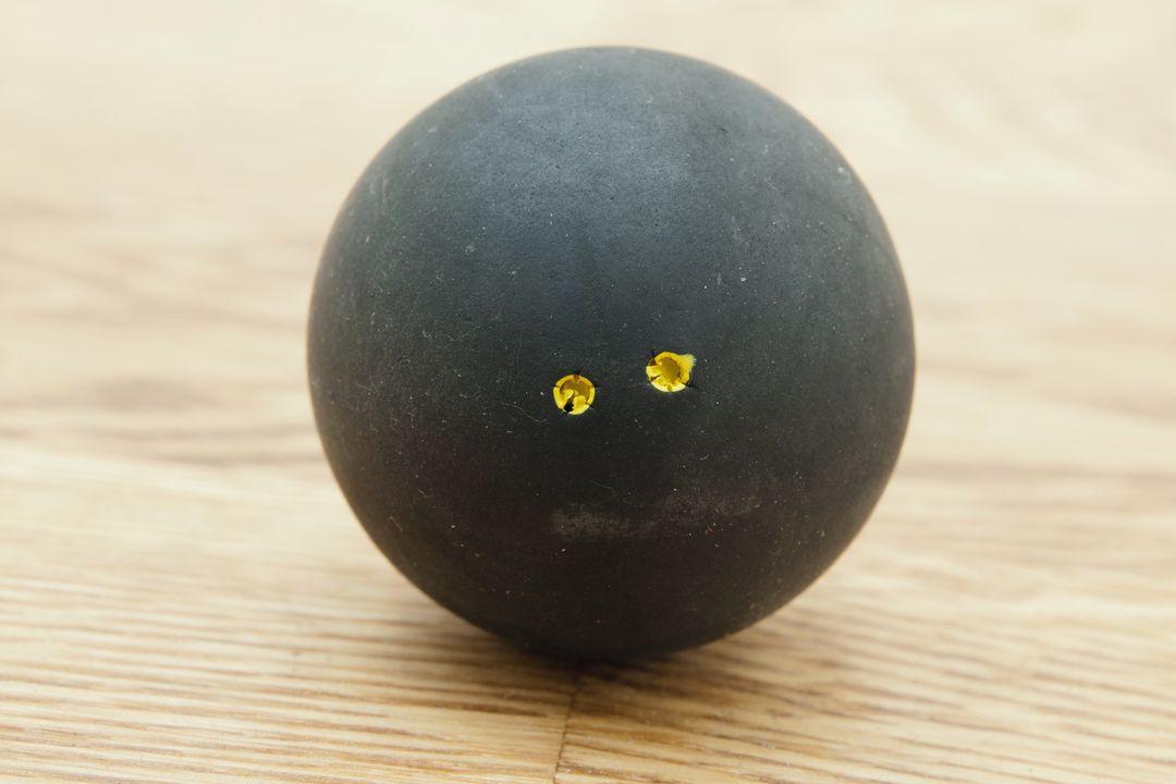 Pro squashbal met 2 gele stippen (stuitert het minst)