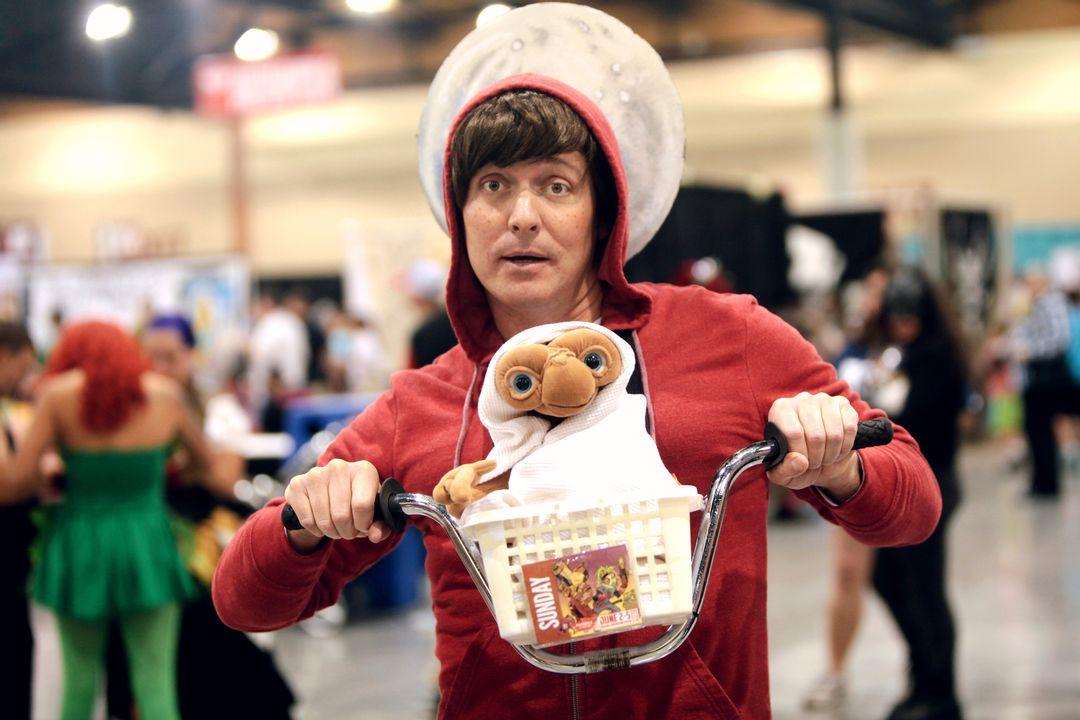 E.T. cosplayer