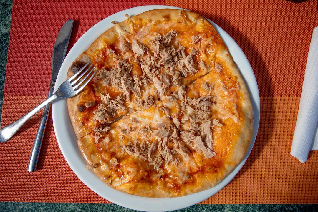 Pizza al Tonno (met tonijn)